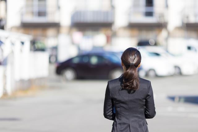 不動産会社 女性スタッフ